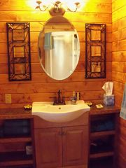 Bozeman cottage photo - Nice and spacious bathroom