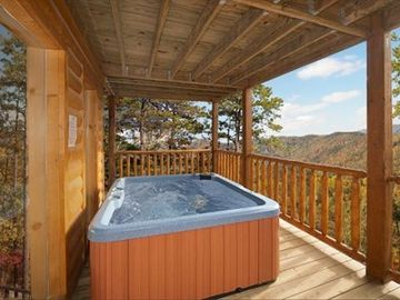 RELAX IN THE HOT TUB AND TAKE IN THE MOUNTAIN AIR!!!!