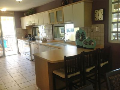 Fully Equipped Kitchen, Washer and Dryer and a very convenient Breakfast area.