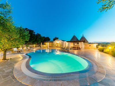 A beautiful luxurious villa (trullo) with salt water pool . Free wifi