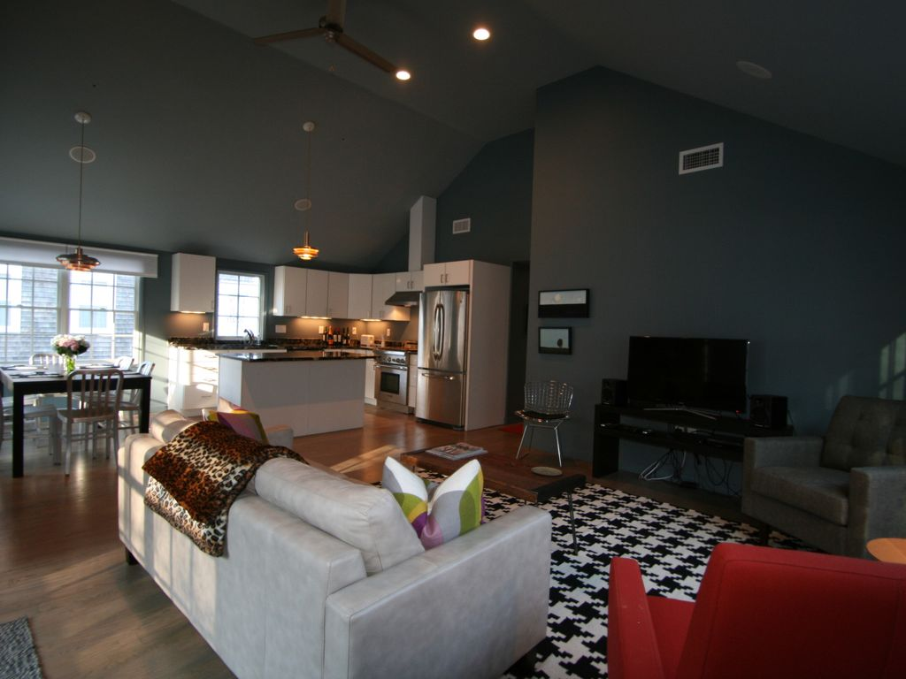 Brand new renovation centrally located to vrbo for Living room with 9 foot ceilings