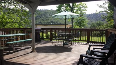 Picture your family/friends here! Huge lovely deck with view of the mountains.