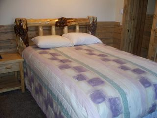 Estes Park cabin photo - Queen bed in Bedroom 1 in large cabin