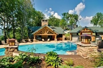 Outdoor Swimming Pool with Hot Tub