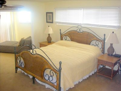 Master King Bedroom 2nd floor also has 2 twin lounges (can be twin beds) Flat TV