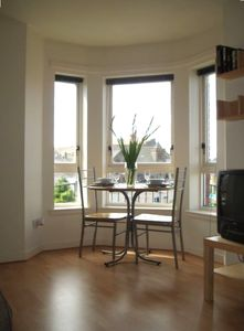 Edinburgh apartment rental - Lounge with open outlook