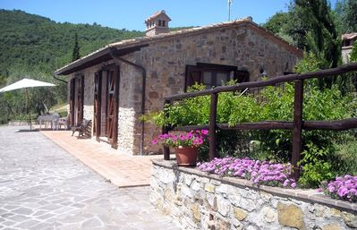 Stone house of 70 square meters within 7 ht of olive groves, in the hills overlooking the lake.