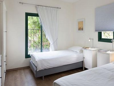 Tel Aviv apartment rental - 3rd Bedroom with twin bed, closet, cable TV,