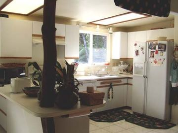 Volcano bungalow rental - Fully equipped kitchen