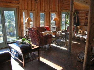 East Hampton chalet rental - Sun filled living room