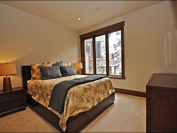 4th Master Suite w/Jacuzzi, Steam