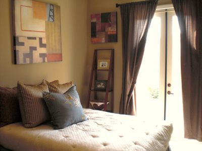 Deluxe Queen Bedroom, TV/DVD & French Doors, Private Patio, w/Views