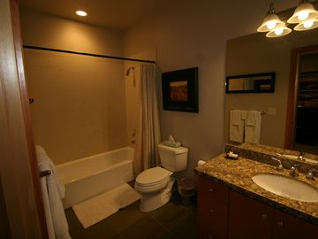 2nd Fl: Queen Guest Suite Private Bathroom