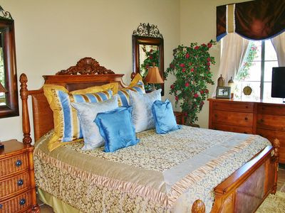 La Quinta estate rental - Deluxe King Courtyard Tommy Bahama Guesthse w/32'TV,Granite Bath & Prv. Entrance