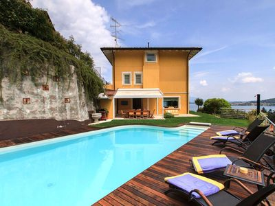 Beautiful villa with private pool and panoramic views of the lake