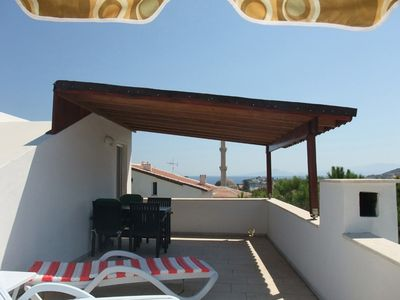 Private home with sea view, central and quiet location, only 350m from the beach