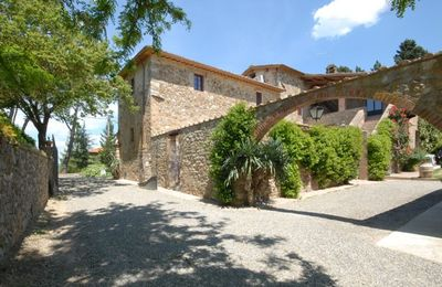 Elegant 18th century villa, large pool and garden, close to Siena, Chianti area