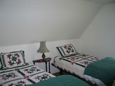 The Sow's Ear, a Franconia Notch Vacations Property - The second bedroom, located atop the stairs on the second floor has 2 new twin beds with great quilted bedding to go with.