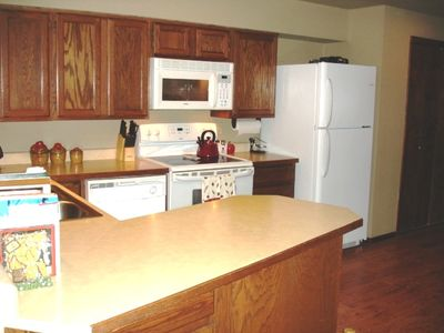 Spacious Gourmet Kitchen, CrockPot, Bread Maker, Coffee, Rice Cooker, Rotisserie