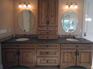 Black Bart house photo - Master bathroom perfect for a bridal party or couple to get ready together.