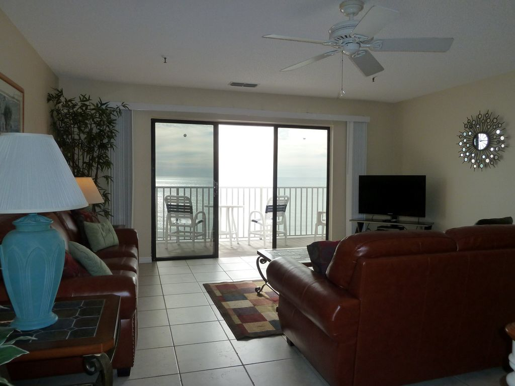 large living room with leather furniture and ceiling fan to keep you comfortable bca living room furniture
