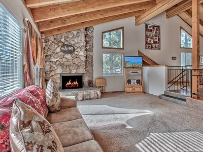 "Snowbear Living room w/40"" flat screen w120+ channels. Gas log fireplace."