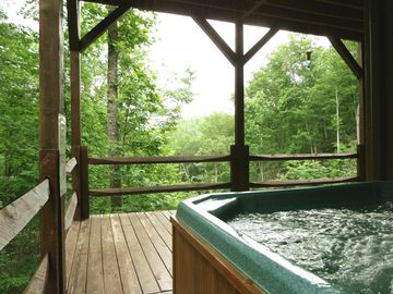 Peaceful Privacy in the Warm, Bubbling Hot Tub (lower level deck)