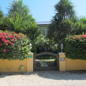 Grand Cayman condo rental - Pedestrian Gate and Garden