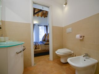 Centro Storico (Old Rome) apartment photo - Bathroom 1