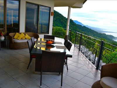Dominical villa rental - Sunset view patio above the pool with BBQ grill and table for 8 people.