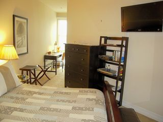 San Diego condo photo - Bedroom furnishings include 32in. Sony Bravia HDTV and DVD player.