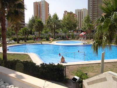 In the center of Benidorm, 400 meters from the sea, apartment with terrace, sea & pool