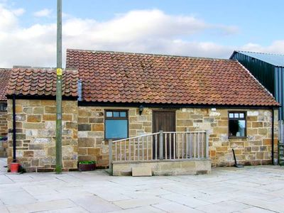 CLIFF COTTAGE, pet friendly, with a garden in Great Ayton, Ref 917835