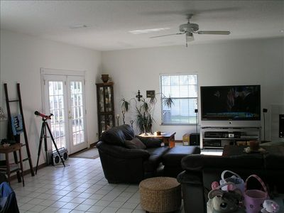 Jacksonville Beach house rental - Tiled Great Room w/ Pool Side Patio