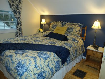 Niagara-on-the-Lake house rental - Second floor queen size bed and tempur-pedic foam top mattress