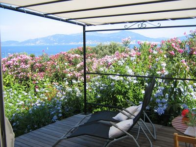 Lovely cottage Independent, with garden and sea view, Porticcio