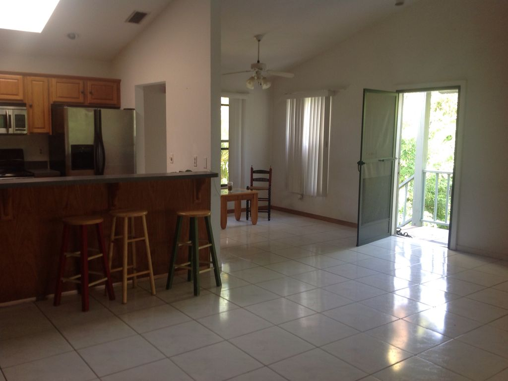 Sanibel walk to beach river view vrbo for Open floor plans with vaulted ceilings