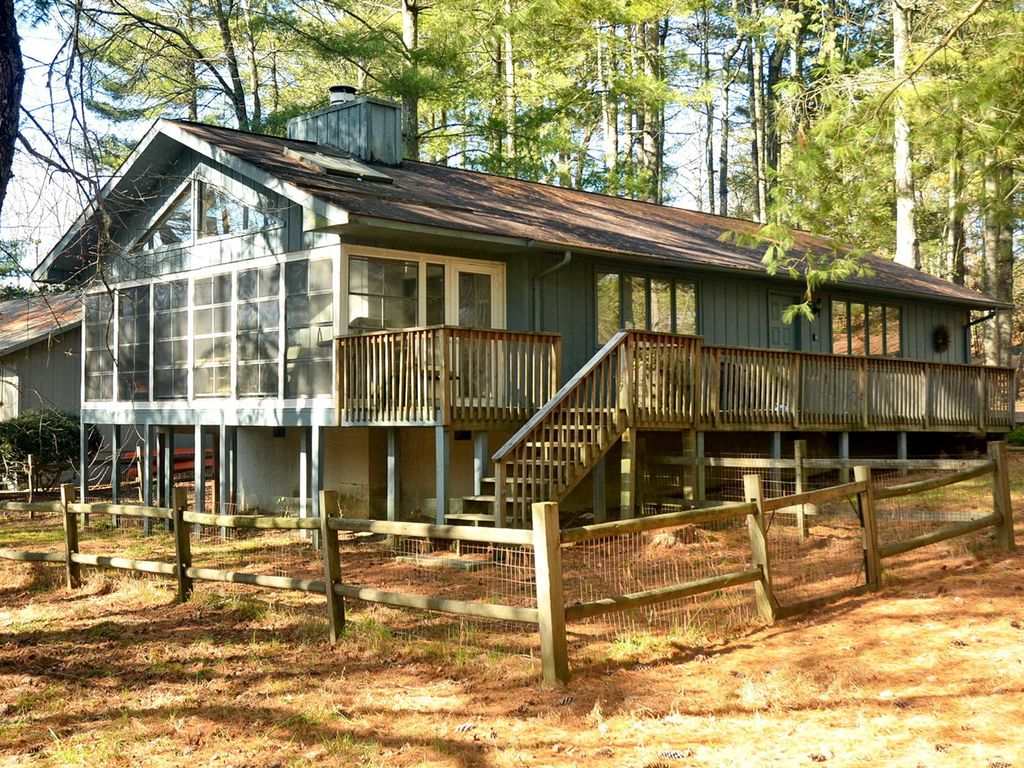 Pet friendly cabin in the mountains vrbo for Asheville cabin rentals pet friendly