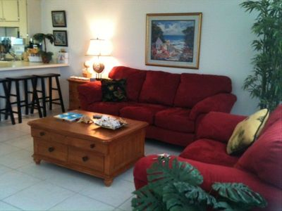Large Spacious Living Area with Flat Screen TV, HBO & Cable