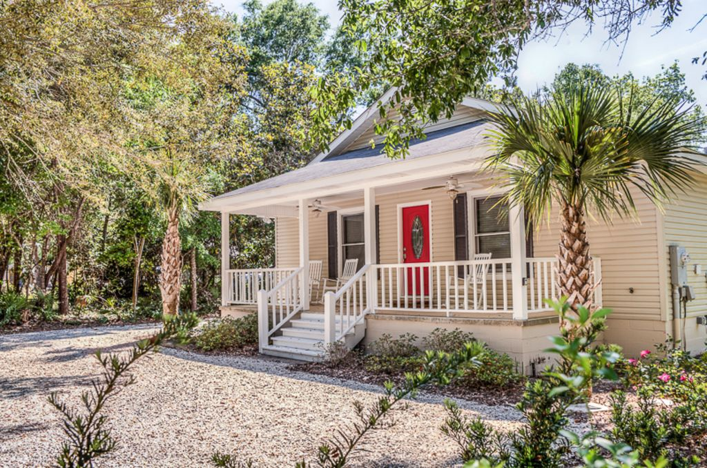 Quiet neighborhood close to beach and vrbo for 9 bedroom beach house rental