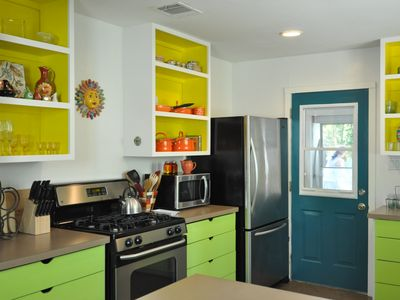 Austin house rental - Lovely open cabinetry!