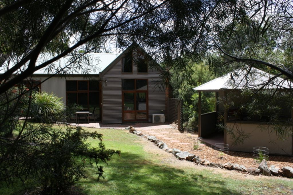 The Blue Wren Lodge, secluded but close to town