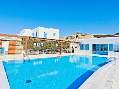 Frangiska Ena, panoramic sea views, shared pool, breakfast included