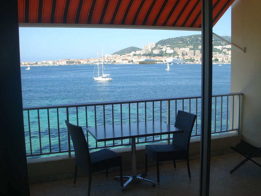 ajaccio studio bord de mer parking priv e magnifique vue sur golfe ajaccio corse du sud. Black Bedroom Furniture Sets. Home Design Ideas