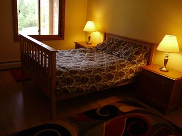 Ful bed on the lower level.