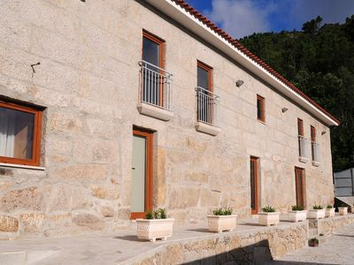 6 double bedroom house, with a swimming pool. With fantastic views over the rive