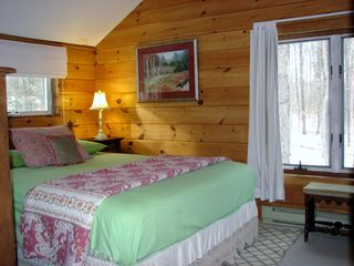 Casco cottage photo - Second floor bedroom wth queen bed