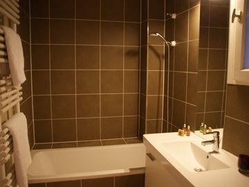 4 ROOMS apartment - bathroom