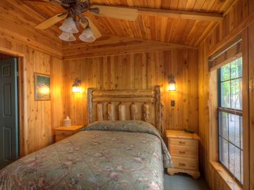 Guest room of 2-bedroom lakefront cottage w/2 baths, jacuzzi tub & fireplace