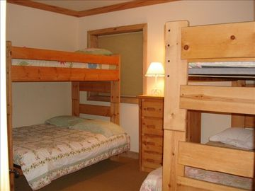 Kid's Room: Sleeps 6 with 2 Bunks - Full on bottom and Twin on Top